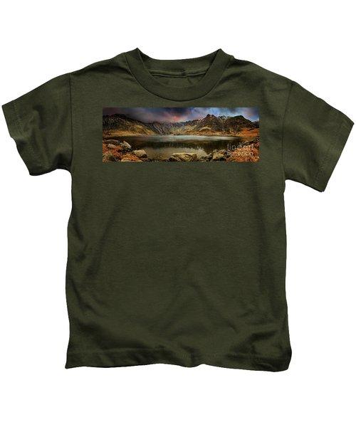 Idwal Lake Winter Sunset Kids T-Shirt