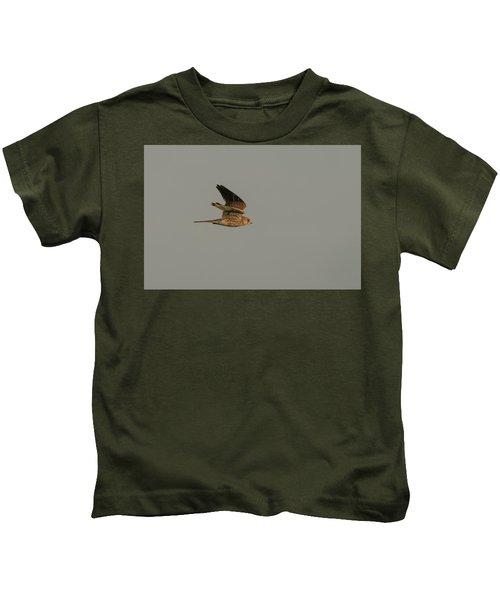 Kestrel Sundown Flyby Kids T-Shirt
