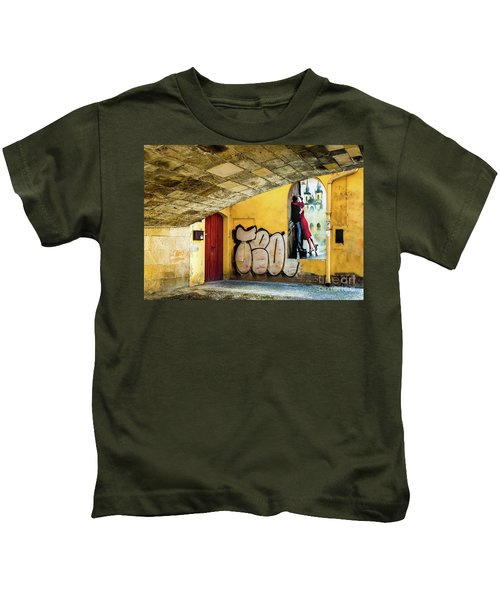 Kissing Under The Bridge Kids T-Shirt