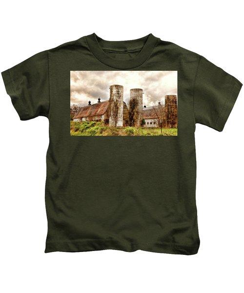 Old Rustic Barn In Cumberland Virginia Kids T-Shirt