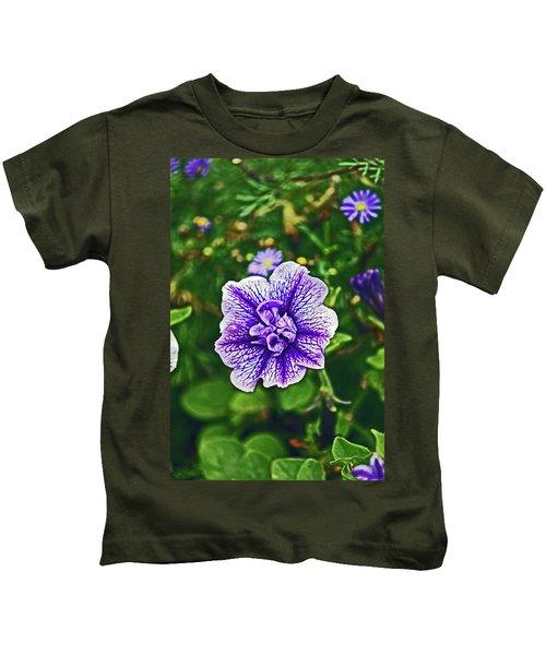 Pitlochry.  Purple Petunia. Kids T-Shirt