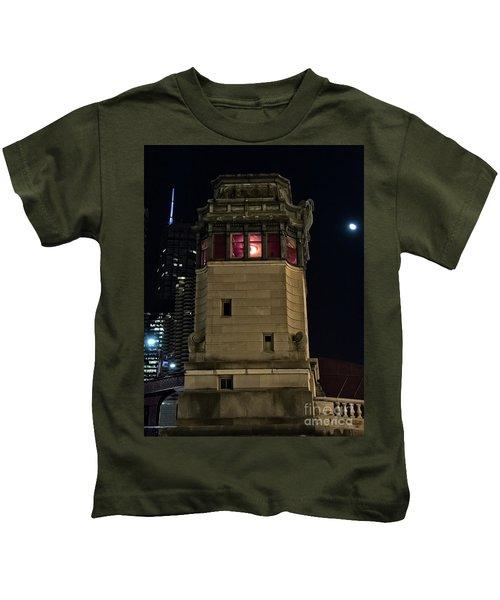 Vintage Chicago Bridge Tower At Night Kids T-Shirt