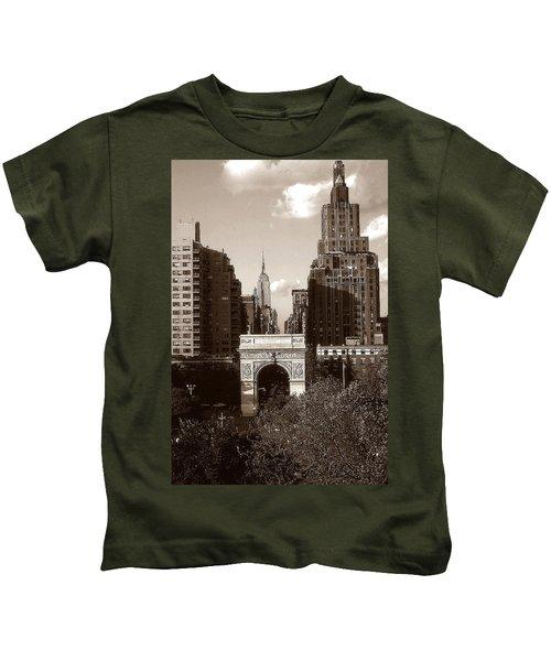 Washington Arch And New York University - Vintage Photo Art Kids T-Shirt
