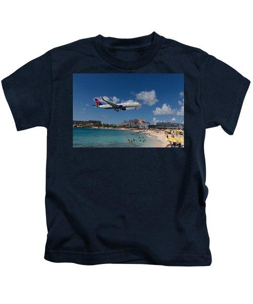 Delta Air Lines Landing At St Maarten Kids T-Shirt