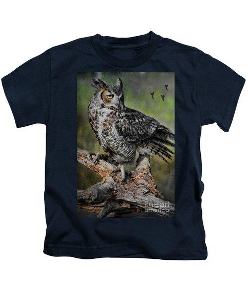 Great Horned Owl On Branch Kids T-Shirt