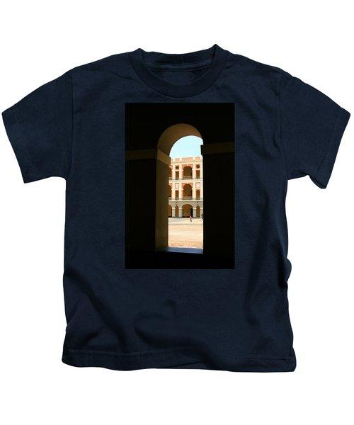 Ventana De Arco Kids T-Shirt