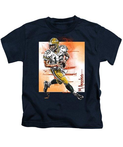 Aaron Rodgers Scrambles Kids T-Shirt by Maria Arango