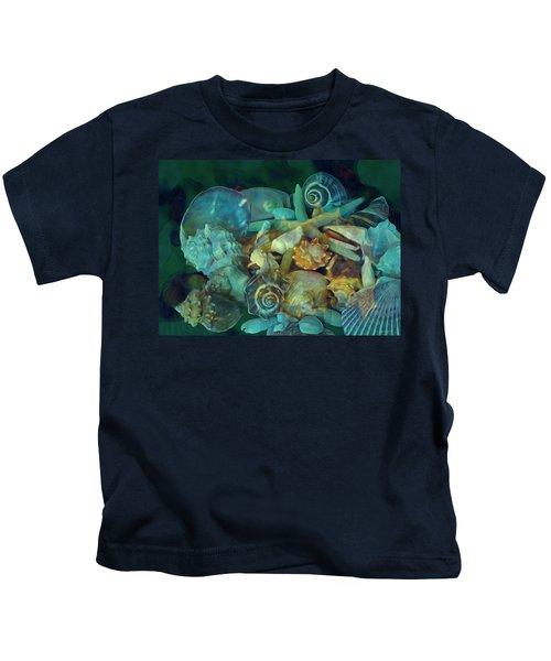Beach Beauty 10  Kids T-Shirt