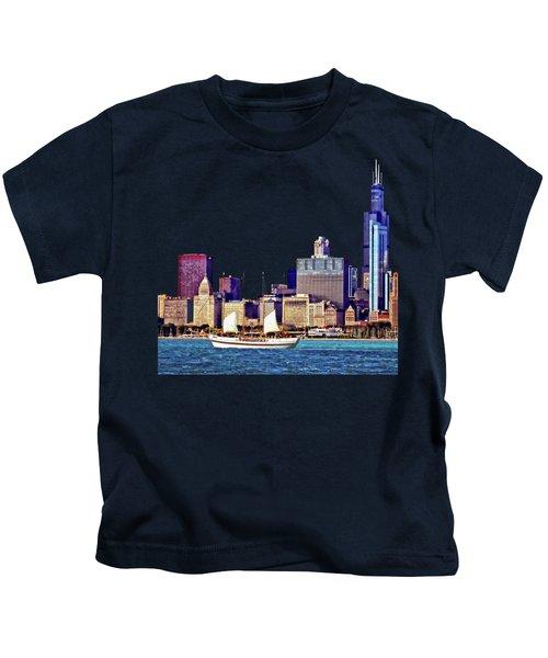 Chicago Il - Schooner Against Chicago Skyline Kids T-Shirt