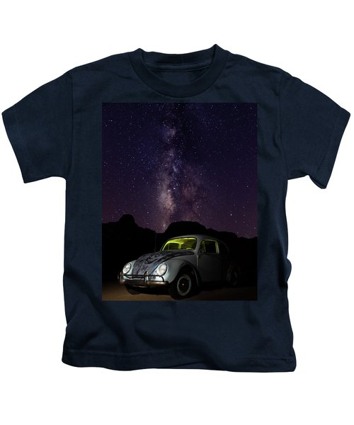 Classic Vw Bug Under The Milky Way Kids T-Shirt