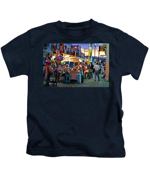 El Flamazo Kids T-Shirt