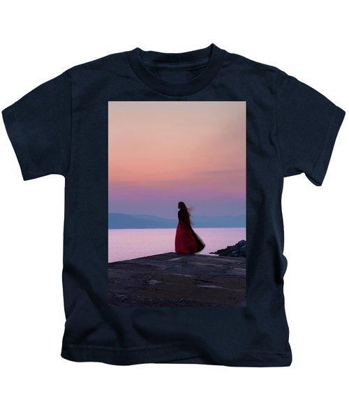 Lone Figure On The Cob, Lyme Regis, Dorset, Uk, At Sunrise. Kids T-Shirt