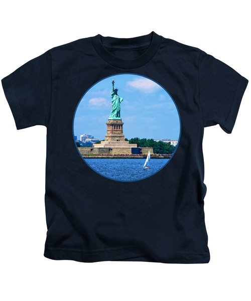 Manhattan - Sailboat By Statue Of Liberty Kids T-Shirt by Susan Savad