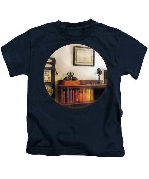 Optometrist - Eye Doctor's Office With Diploma Kids T-Shirt
