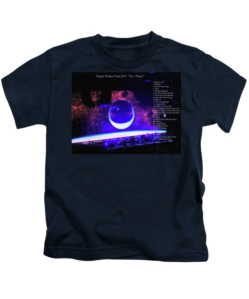 Roger Waters Tour 2017 Show In Portland Or Kids T-Shirt