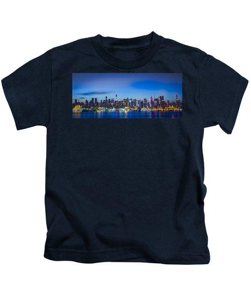 Skyline Nyc Before Sunrise Kids T-Shirt