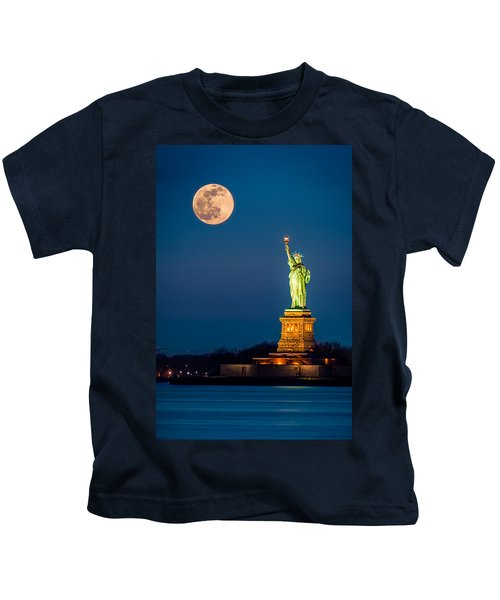 Statue Of Liberty And A Rising Supermoon In New York City Kids T-Shirt