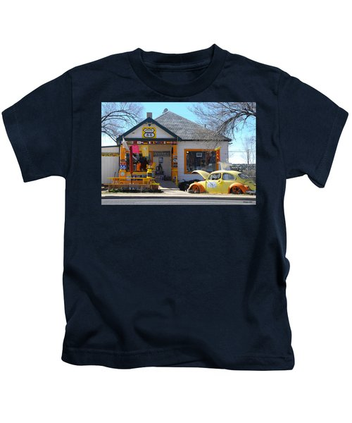 Vintage Vw Beetle At Seligman Antiques, Historic Route 66 Kids T-Shirt