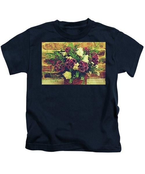 2019 Holy Week Flowers 4      Kids T-Shirt