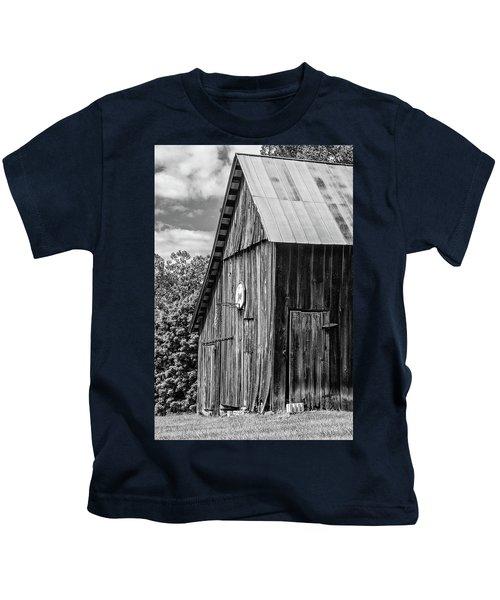 An American Barn Bw Kids T-Shirt