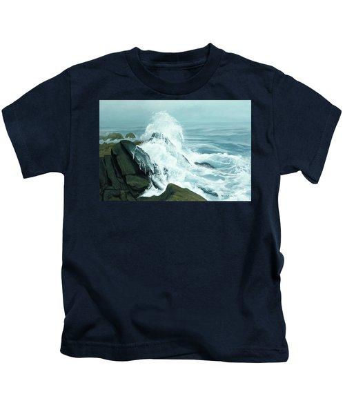 Surging Waves Break On Rocks Kids T-Shirt
