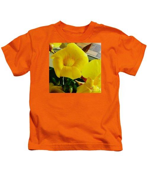 Canario Flower Kids T-Shirt