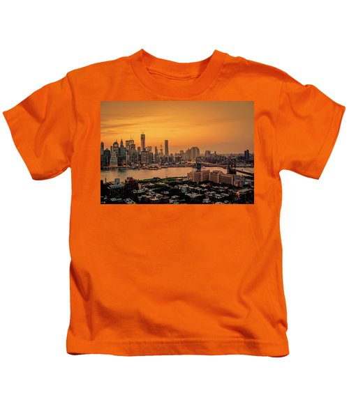 New York Sunset - Skylines Of Manhattan And Brooklyn Kids T-Shirt