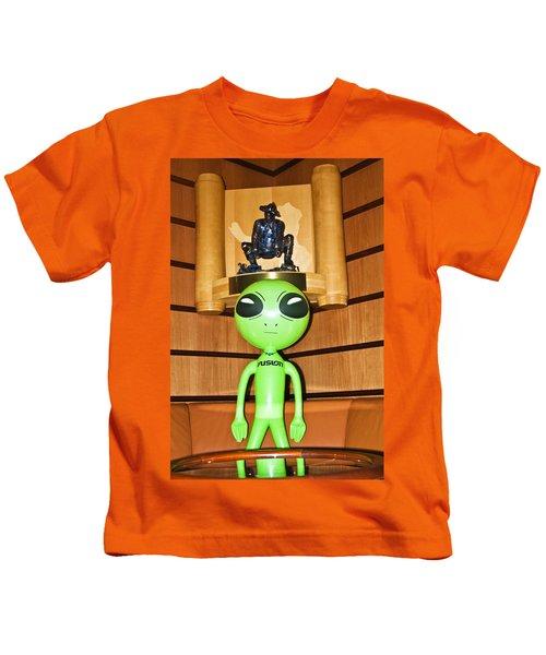 Alien In The Corner Booth Kids T-Shirt