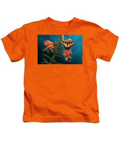 Eastern Tiger Swallowtail Butterfly On Orange Tiger Lily Kids T-Shirt