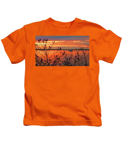 Flowers Along The Shore At Tibbetts Point  Kids T-Shirt