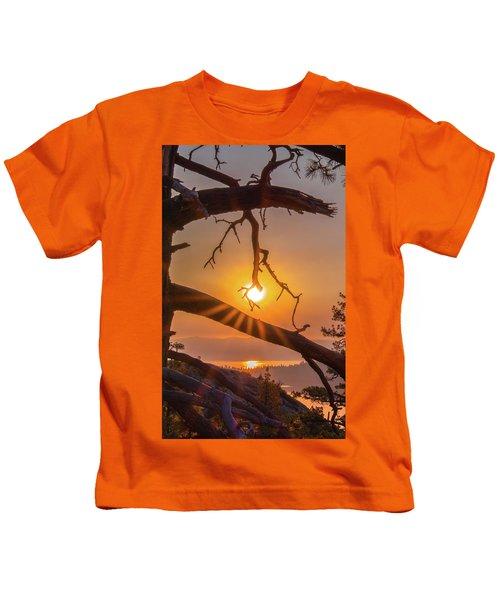 Sun Ornament - Cropped Kids T-Shirt