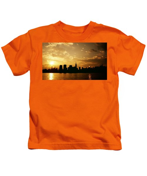Two Suns - The New York City Skyline In Silhouette At Sunset Kids T-Shirt