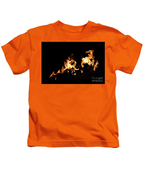 Flames In The Fire Of A Red And Yellow Barbecue. Kids T-Shirt