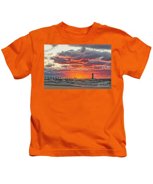Sun Sinking Below The Horizon Kids T-Shirt