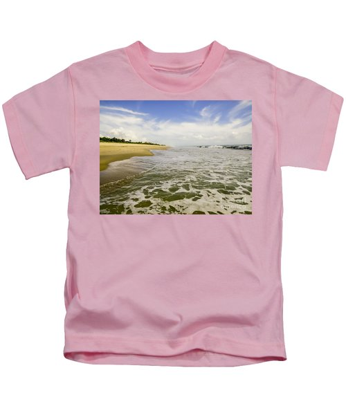 Low Tide At The Beach Kids T-Shirt