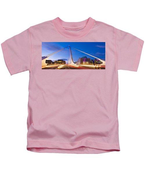 Samuel Beckett Bridge And National Conference Centre / Dublin Kids T-Shirt