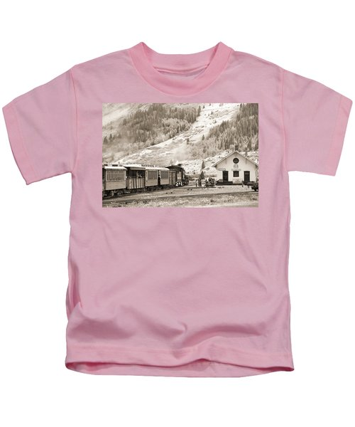 The D And S Pulls Into The Station Kids T-Shirt