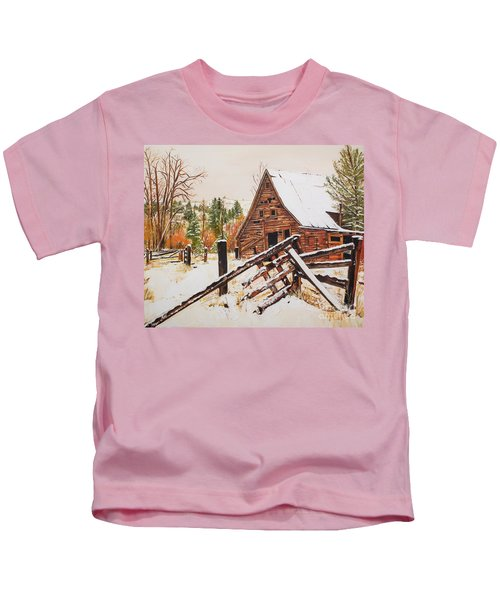 Winter - Barn - Snow In Nevada Kids T-Shirt