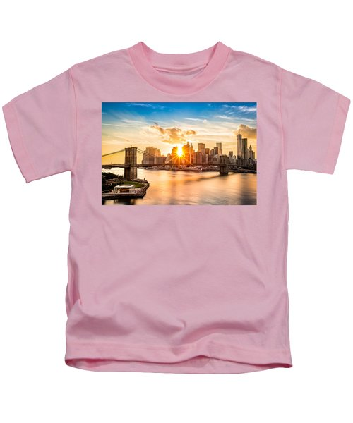 Brooklyn Bridge And The Lower Manhattan Skyline At Sunset Kids T-Shirt
