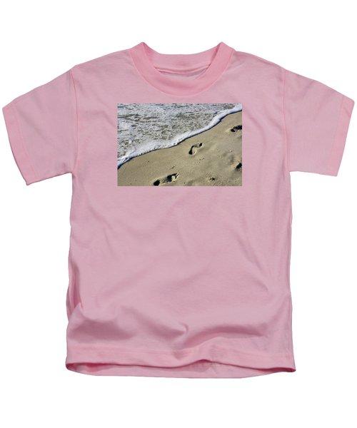Footprints On The Beach Kids T-Shirt