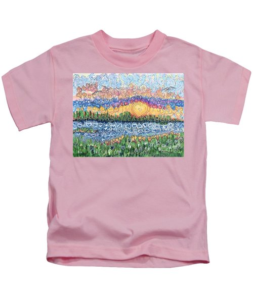 Love Is Everywhere If You Look Kids T-Shirt