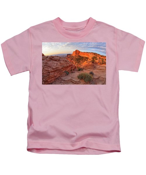 Mesa Arch Overlook At Dawn Kids T-Shirt
