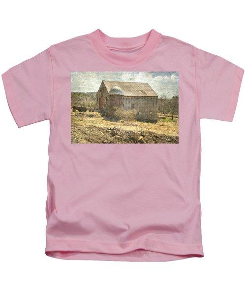 Old Barn Still Standing  Kids T-Shirt
