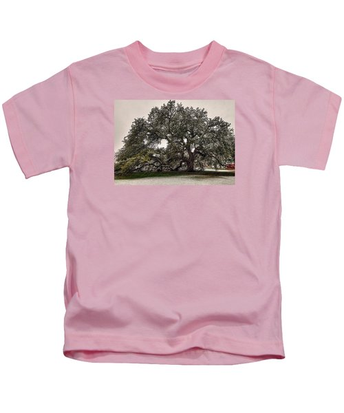 Snowfall On Emancipation Oak Tree Kids T-Shirt