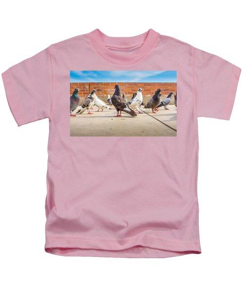 Street Pigeons. Kids T-Shirt