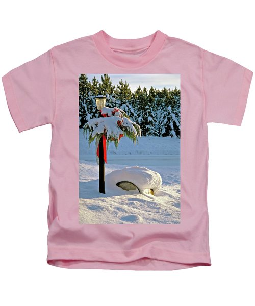 Winter Lamp Post In The Snow With Christmas Bough Kids T-Shirt