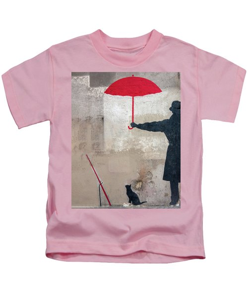 Paris Graffiti Man With Red Umbrella Kids T-Shirt