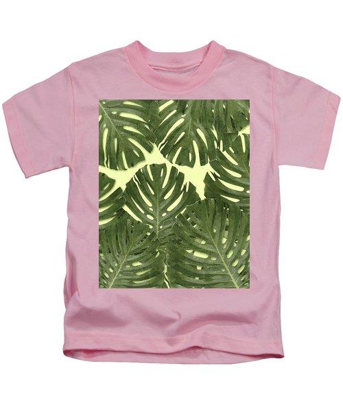 Monstera Leaf Pattern - Tropical Leaf Pattern - Green - Tropical, Botanical - Modern, Minimal Decor Kids T-Shirt