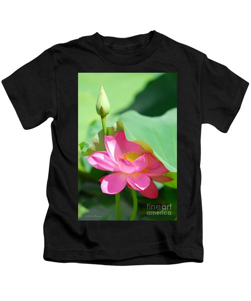 D48l-96 Water Lily At Goodale Park Photo Kids T-Shirt
