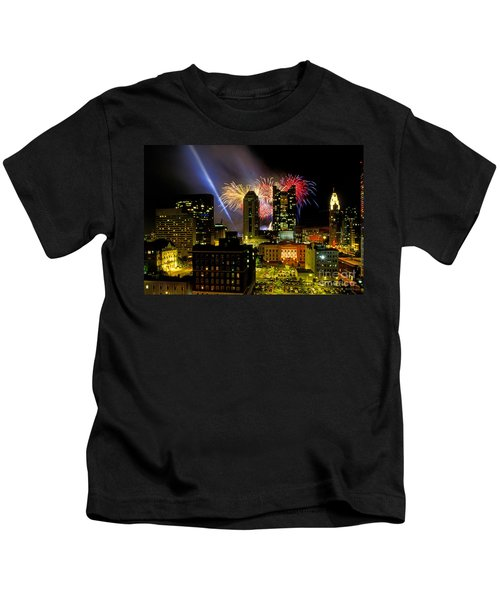 21l334 Red White And Boom Fireworks Display Photo Kids T-Shirt